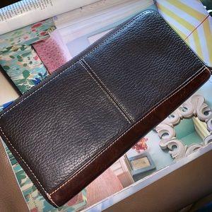 Dooney & Bourke Bags - Dooney & Bourke pebbled vintage leather wallet